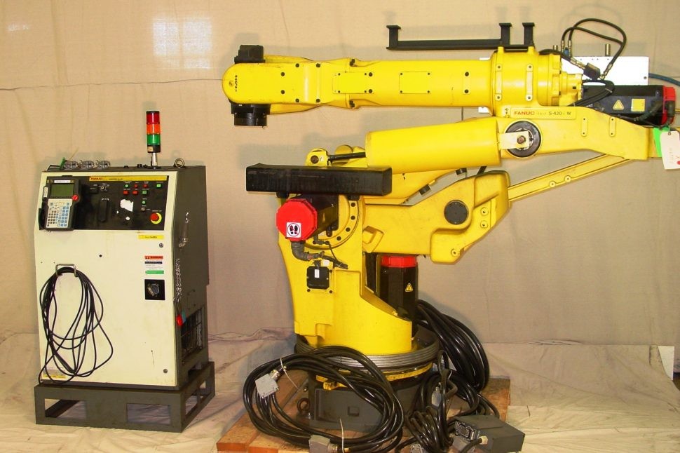 Fanuc S-420iW Robot and RJ-2 Controller