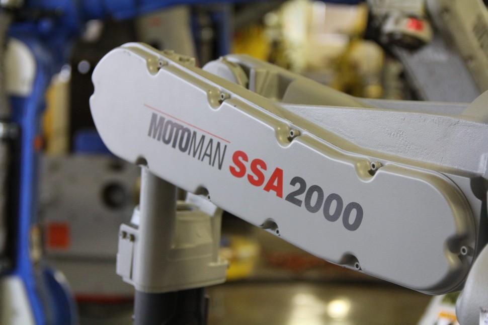 Motoman NX100 SSA2000 Robot